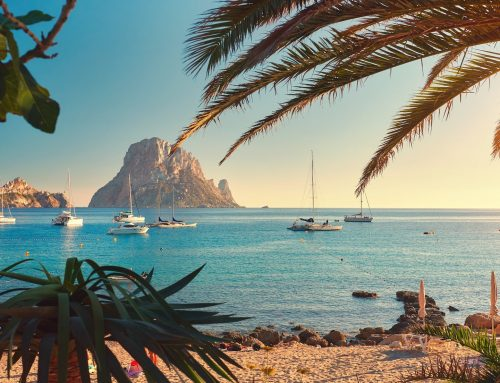 Conocer Ibiza sobre ruedas